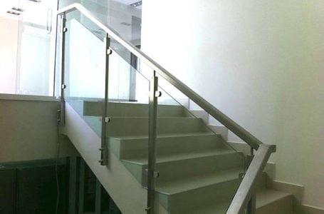 Avantajele balustradelor din sticlă