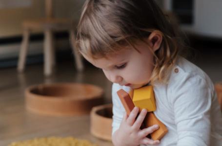Cercei pentru copii: o alegere grea pentru părinți