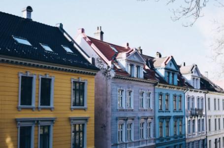 4 idei inspirate pentru asortarea acoperisului cu fatada casei